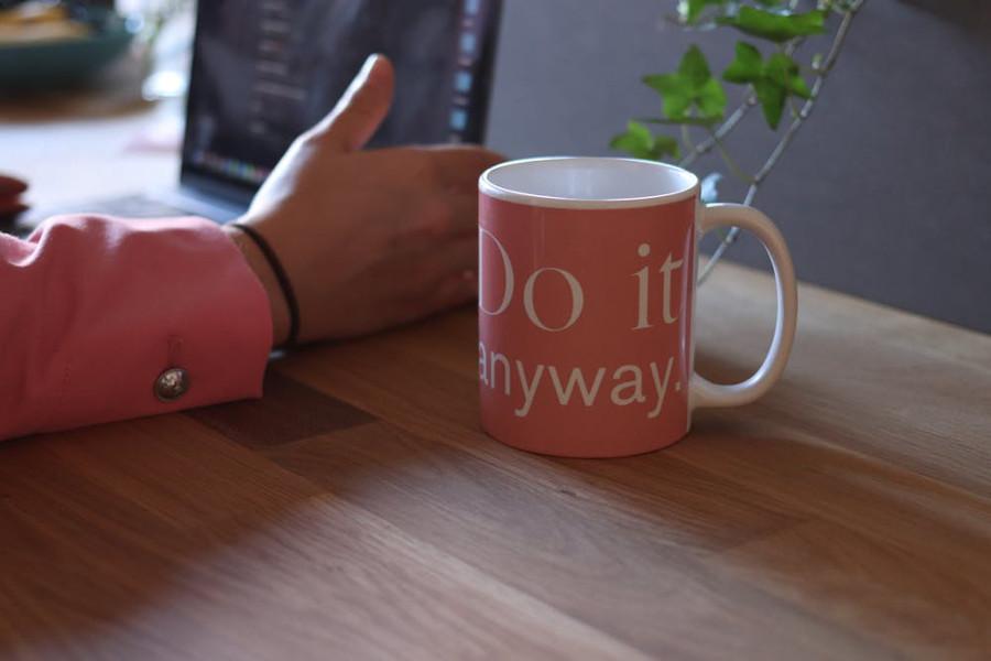 Blog header: mug besides desktop